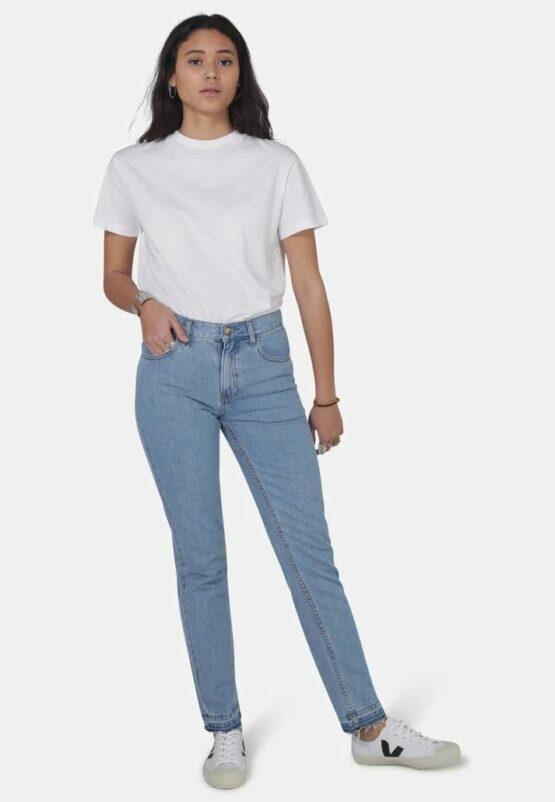 """Mom jeans van Monkee Genes uit Biokatoen in light wash kleur met gescheurde zoom. Hetzelfde als de """"gewone"""" mom jeans Rebecca, zonder gescheurde zoom."""
